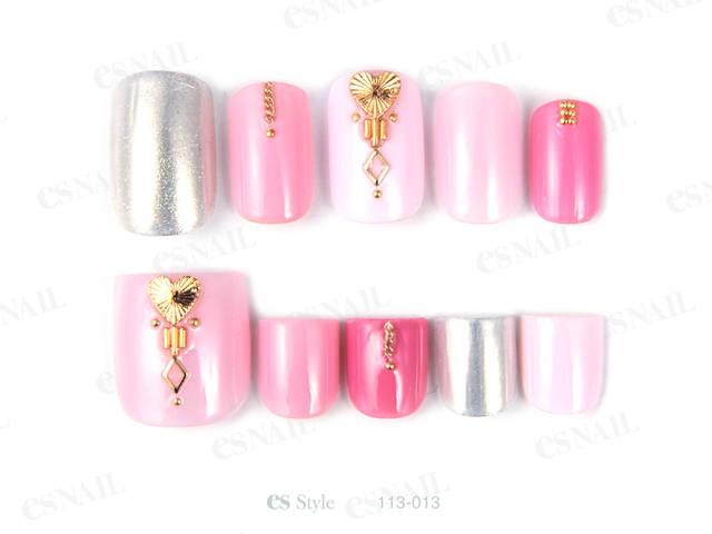 5本違うピンクの色を使い、春らしいカラフルネイルに仕上...