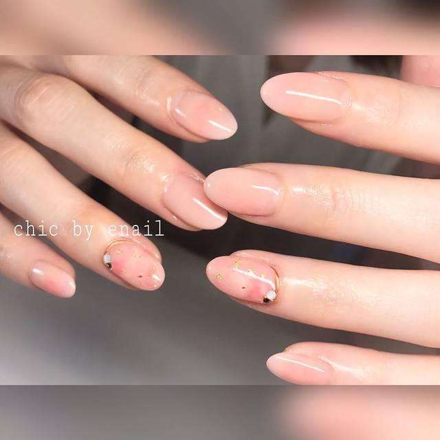 肌と同系色のベージュがつるんと指が長く見えます!ほんの...