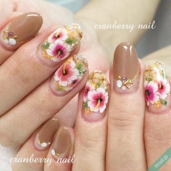 白×ピンクの配色が可愛い!キュートなハイビスカス