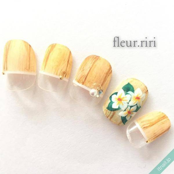 fleur.riri (フルール・リリ)が投稿したネイルデザイン [photoid:I0023262] via Itnail Design (550691)