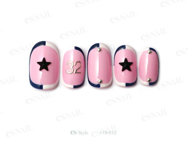 甘めカラーのピンクをベースにし、星や数字を入れてスポー...