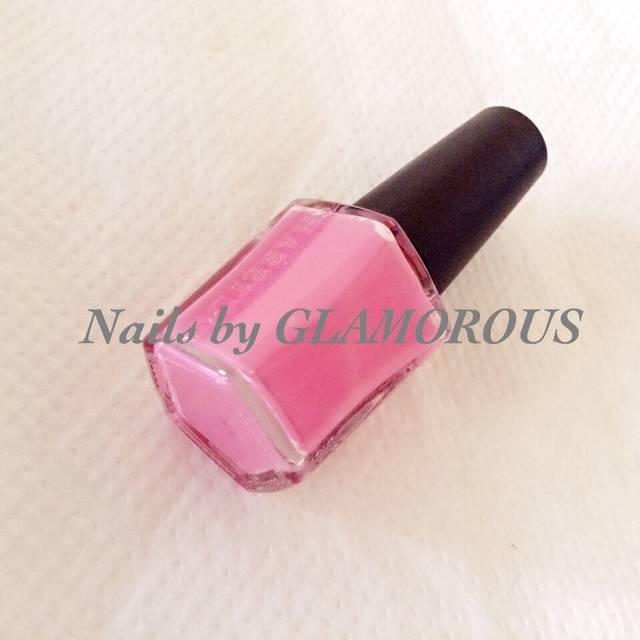 ピンクを選ぶ際のポイントは「リップカラー」にあり。