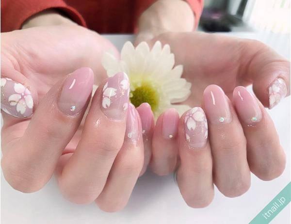 季節感あるキュートな桜ネイル