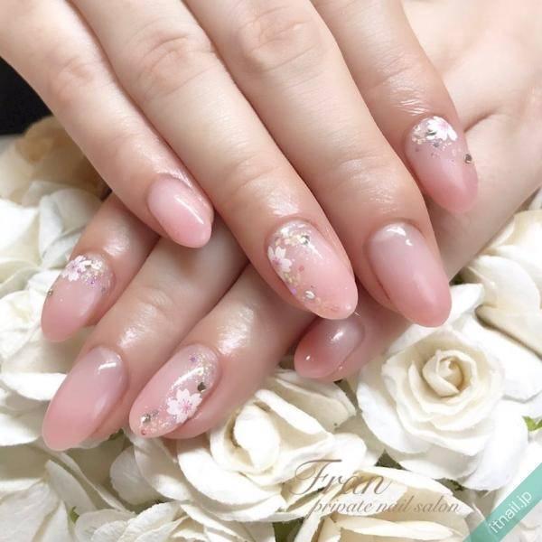 桜と桜色ネイル