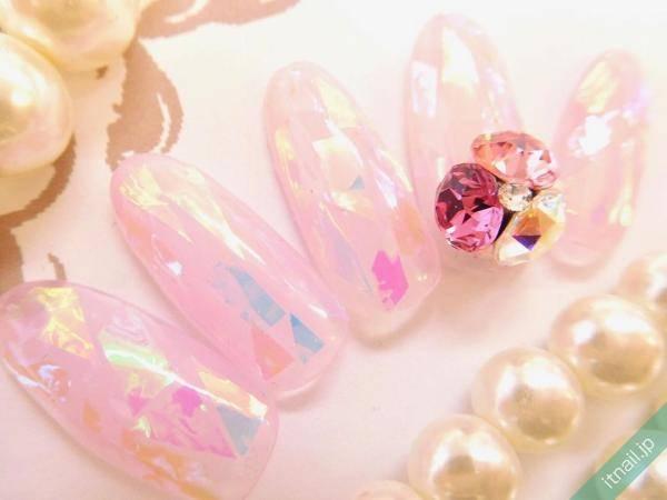 淡いピンクで優しい印象に♡