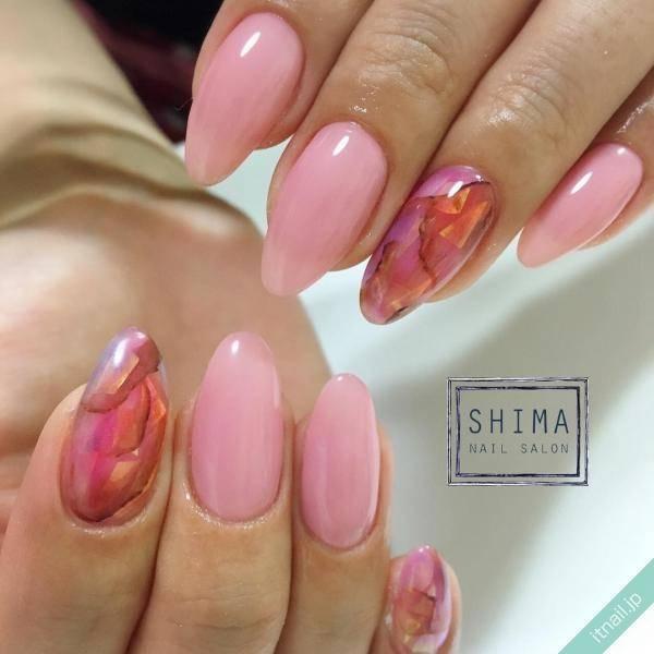 うっとり艶やかなピンク天然石ネイル