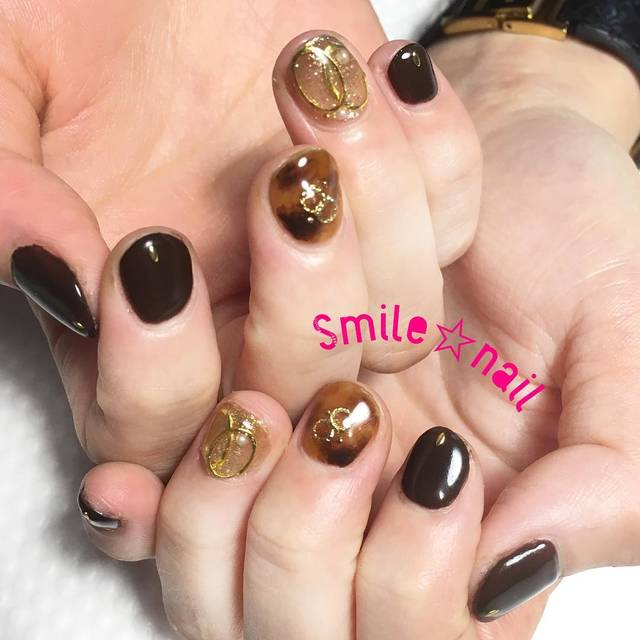 "Smile☆nail😊yukari on Instagram: ""大田原定額ネイルサロン Smile☆nailのyukariです(*^^*) 人気爆発💥べっ甲ネイル💅 連日沢山のオーダーを頂いてます❤️濃い目カラーを合わせて、シックな雰囲気に((* ´艸`))ショートネイルに映えますね💅 またお待ちしてますね☆…"" (589153)"