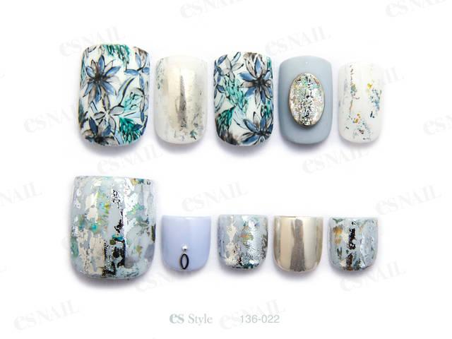 寒色系の花柄デザインとミラーやホイルの光沢を組み合わせ...