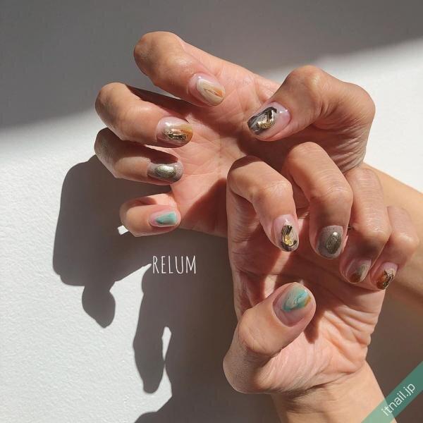塗りかけの砂ジェルネイル