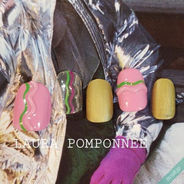 LAURA POMPONNEEが投稿したネイルデザイン [photoid:I0078757] via Itnail Design (651797)