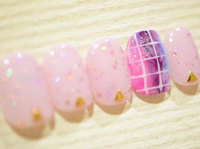 ピンクカラーに、オーロラをまぶして・・♡幻想的なネイル...