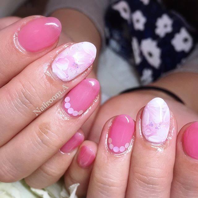 春らしいピンクに、フラワー柄をプラス♡王道だけど、やめ...