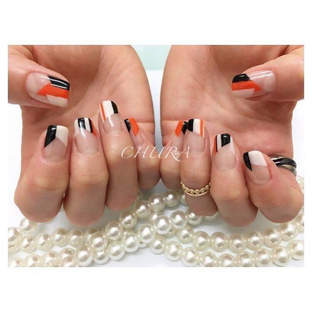 オレンジカラー×ブラックカラー×ホワイトカラーの3色が...