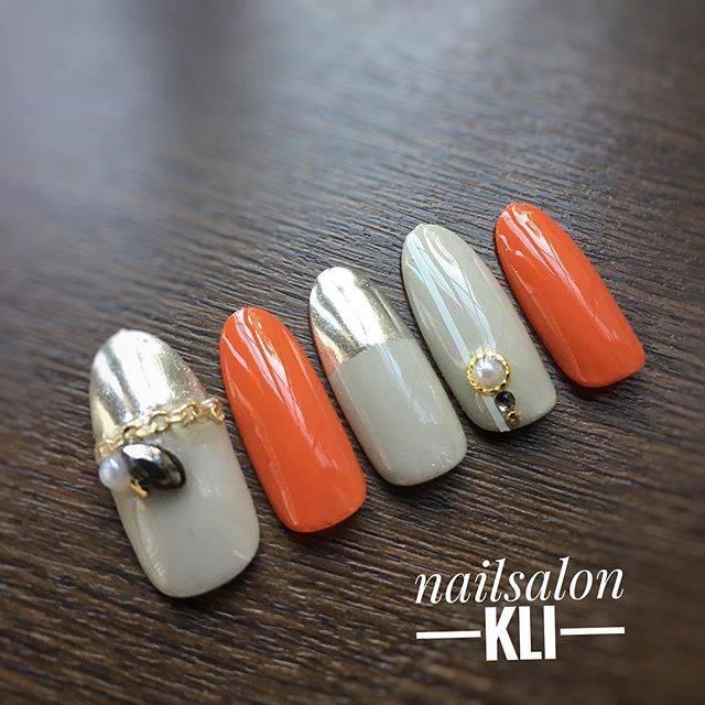 オレンジカラー×グレーカラーのお洒落カラーの組み合わせ...