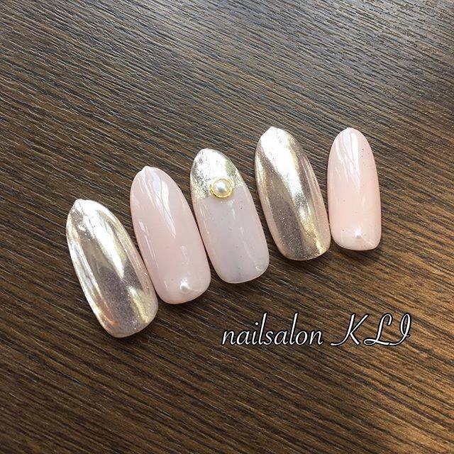 ミラーネイル×春ピンクネイル♡優しい色彩に、ピンクがか...