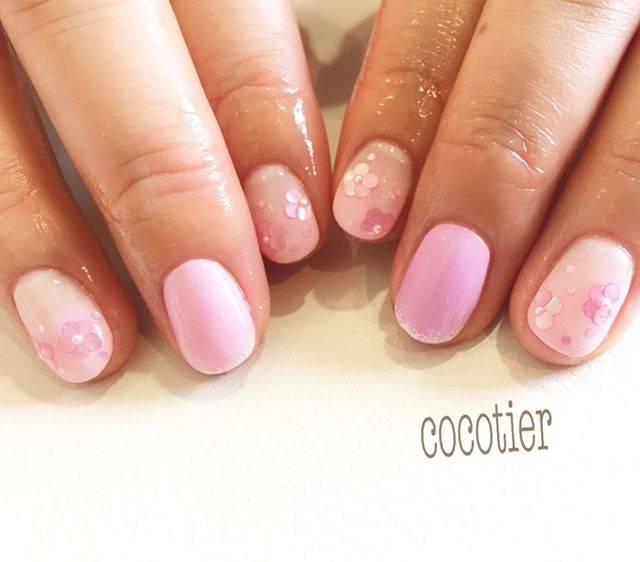 微妙にニュアンスの違うさまざまなピンクがキレイなネイル...