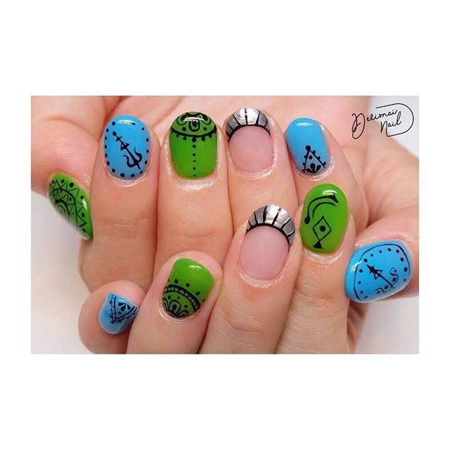 ブルーとグリーンの組み合わせが可愛いモロッコネイルです...