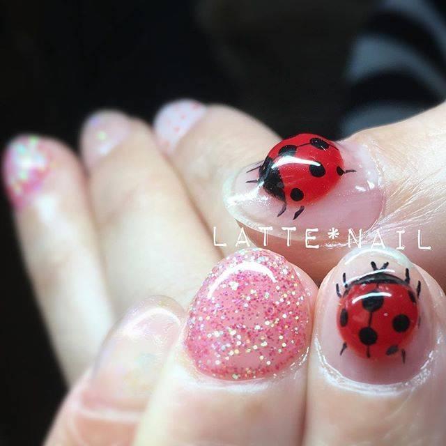 3Dのてんとう虫アートがまるで本物のてんとう虫が爪にい...
