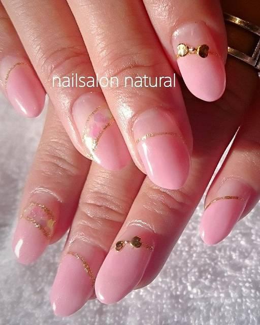 シンプルなピンク色で斜めフレンチ&ダブルフレンチがとっ...