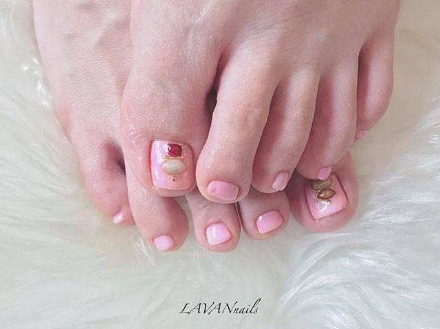 キャンディのように可愛いベビーピンクのワンカラーフット...