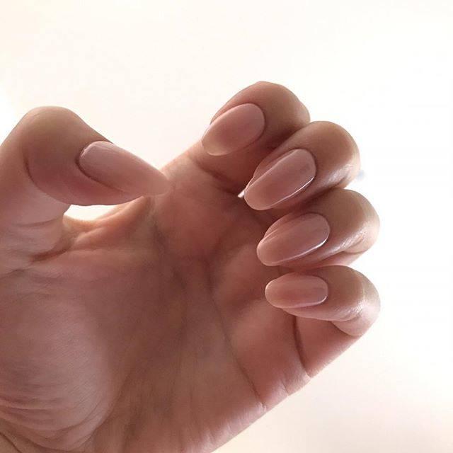 自爪と見間違えるくらいのヌーディーカラーが美爪を作り上...