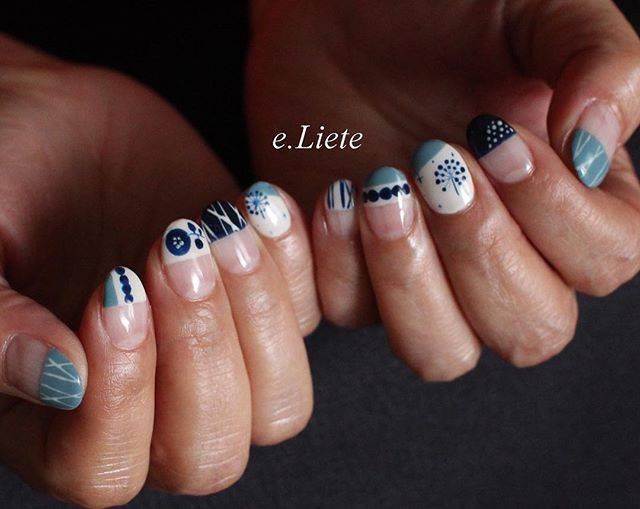 ホワイトと藍色でまるで陶器のような雰囲気の北欧風デザイ...