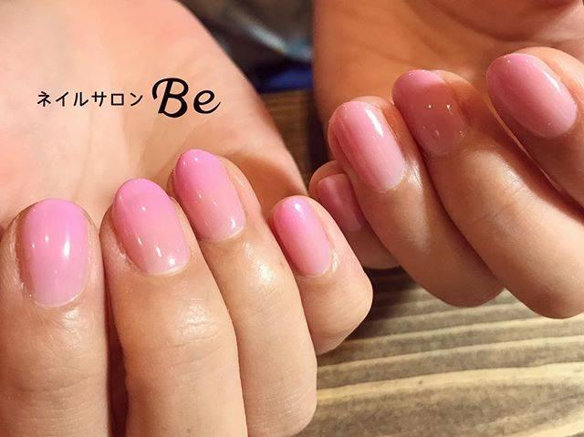 やさしい色合いのピンク色がふわっとのったグラデーション...