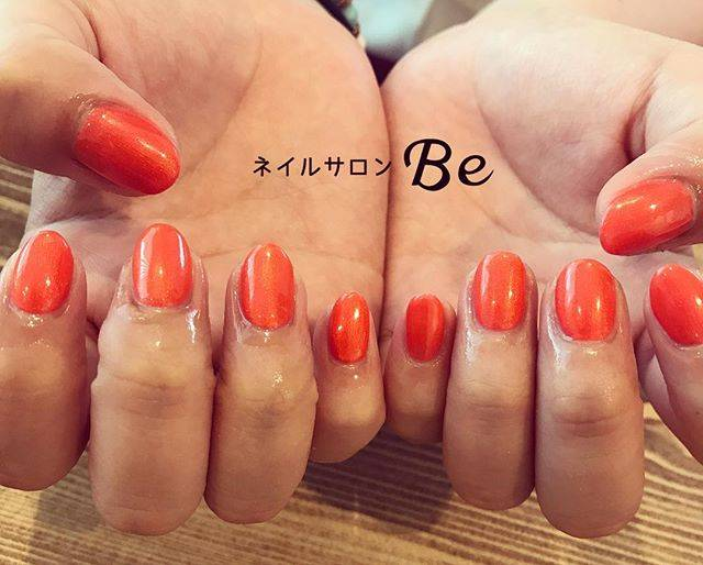 紅葉のようにキレイな深みのあるオレンジ色のワンカラーネ...