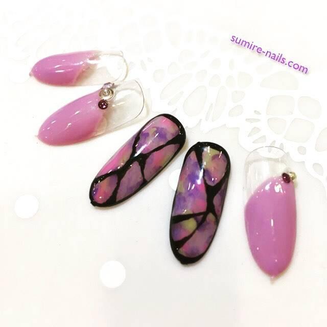 クリーミーな印象のうす紫色がキレイな斜めフレンチ。タイ...