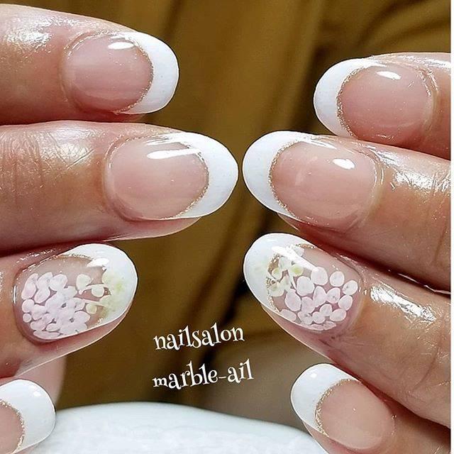 """nailsalon marble-ail(マーブルアイル) on Instagram: """"白フレンチネイル✨ . 白フレンチは 一番技術がわかるんですってね❤ . お客様のお言葉。 ドキドキ、ドキドキ… . 純白が とてもよくお似合いの お客様。 . ビビッドなカラーも 似合いそうだな…🎶 . なんて妄想しちゃいました😻 . ありがとうございました❤ .…"""" (581811)"""
