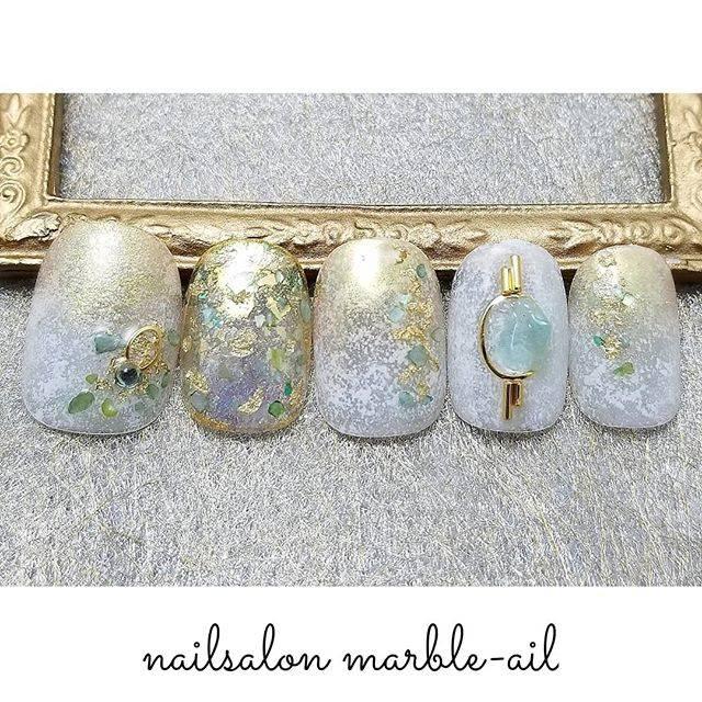 """nailsalon marble-ail(マーブルアイル) on Instagram: """"グリーンシェルと ゴールドマッチな ネイル✨ . チップを 作成する時間が 大好きで、 . 知らないうちに 4~5時間たっている ことも しばしば。 . 打ち込める大好きなものが あるって幸せなことだと 思います❤ . ネイルチップマラソンNO.105 目指せ300個❗ .…"""" (581846)"""