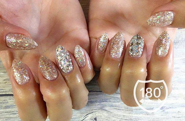 "180°degrees nail and eyelash on Instagram: ""💎💎💎 . Glitter nail✨ キラッキラ♡ 実はこちらもshellacです! #glitter  #キラキラ #キラキラネイル #ラインストーン . . . #180degrees #180degreesnaileye #nail #nails #nailart…"" (589829)"