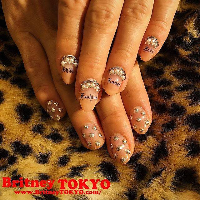 "Britney TOKYO 💅✨ on Instagram: ""Fashion lover💅🏻✨ @nazuki_08 #nailart #fashion #art #nails #britneytokyo Using: @initygel_official skin color @tsumekira #nailgang sticker"" (590718)"