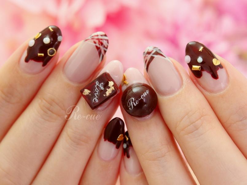 バレンタインネイルにぴったり!本物みたいなチョコパーツを使ったネイルはいかが?