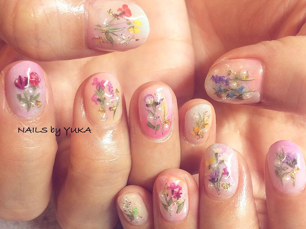 指先をお花で彩って、一足先に春を感じてみませんか?