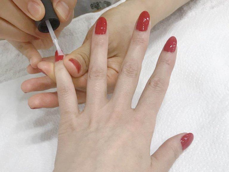 自爪をきれいに整えることで、カラーも塗りやすくなる!