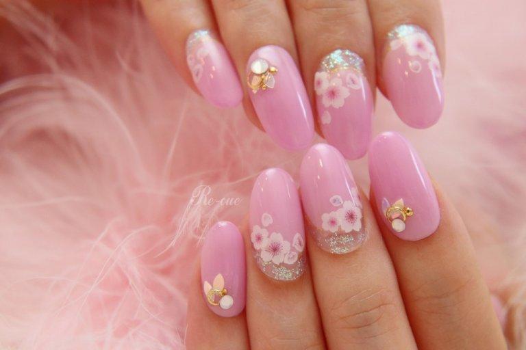 ピンクも色々。お好みのピンクで癒しのサクラネイルに